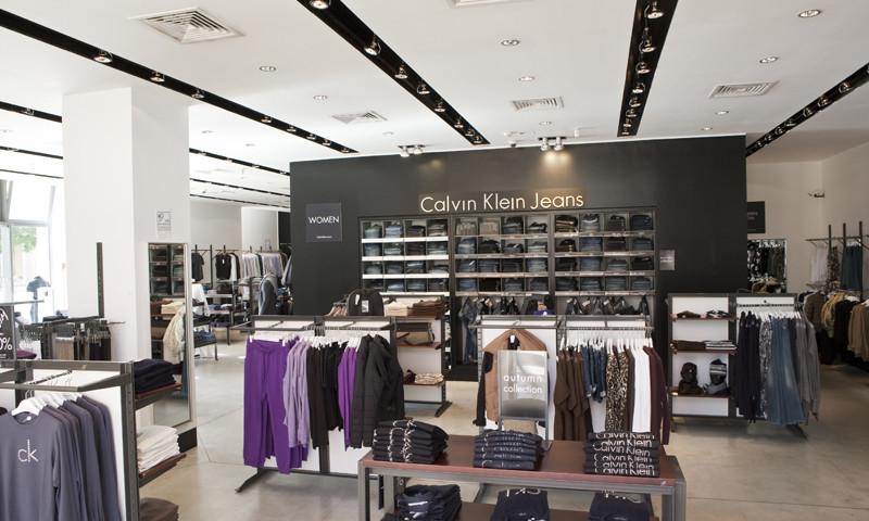 Calvin Di Negozi Store Abbigliamento Klein A Roma Shopping XwqFfIxWW5