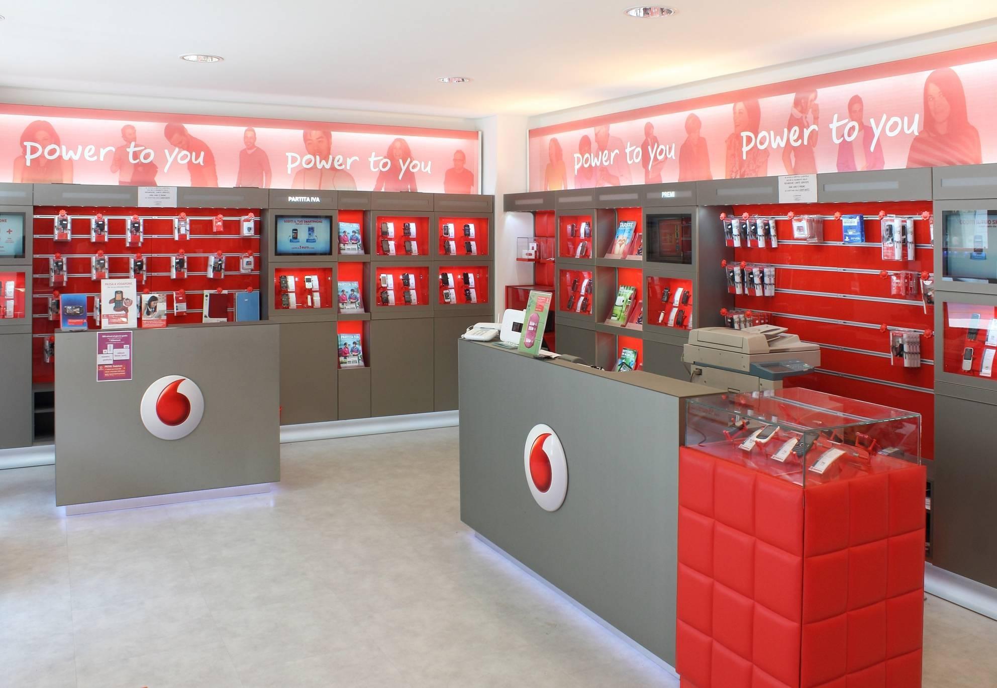 Roma - Operatori Telefonici - Vodafone Store ...